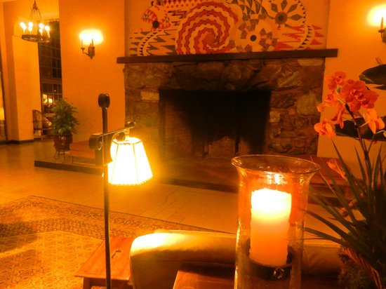 The Majestic Yosemite Hotel: Fireplace (not operating in May)
