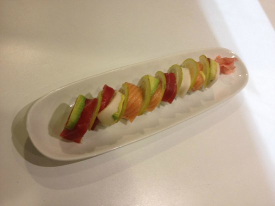Restaurante ryugin asiático: rollbow maki