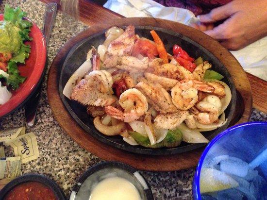 Serna's Mexican Cuisine: Shrimp and chicken fajitas