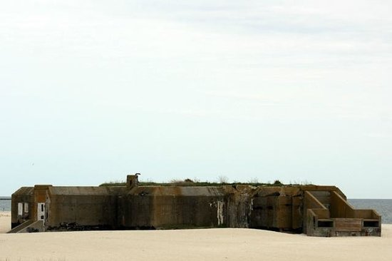 Cape May Lighthouse : WW II artillary blockhouse
