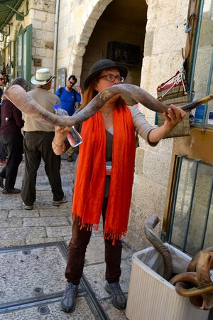 Guided Tours Israel - Day Tours : Showing us the Shofar (rams horn)