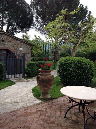 Relais La Corte dei Papi: A beautiful garden