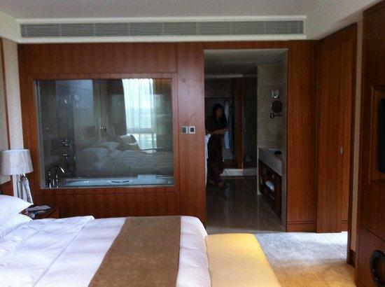 L'Hermitage Hotel: Sleepingroom / Bathroom