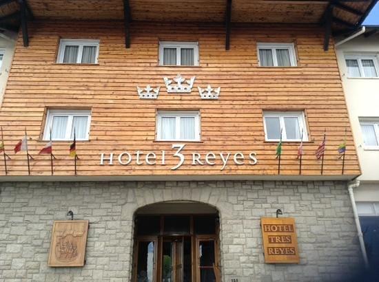 Hotel Tres Reyes: Fachada do hotel
