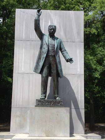 Theodore Roosevelt Island Park: The memorial to Theodore Roosevelt