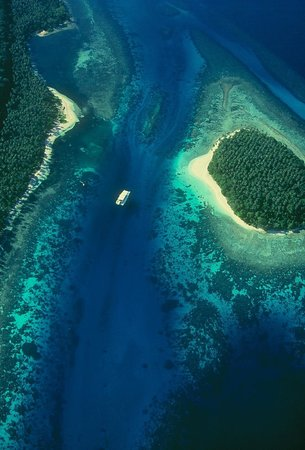Madang, Papua New Guinea: corals islands