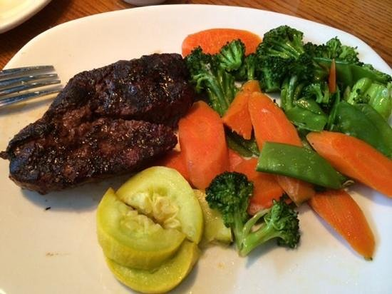 Outback Steakhouse : sirlion with grilled veggies
