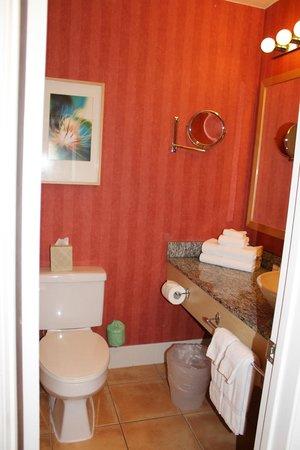 Wild Palms Hotel - a Joie de Vivre Hotel: Bathroom