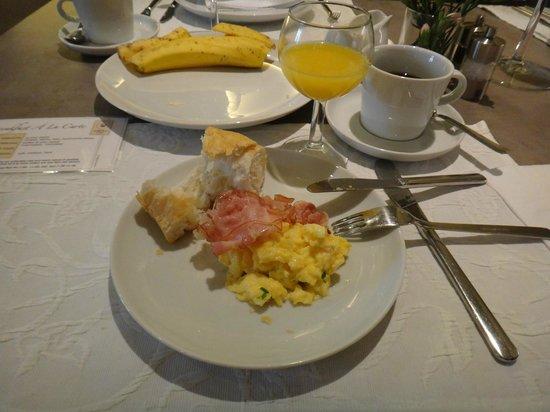 Unitas Hotel: Café da manhã variado