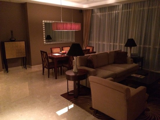 Oakwood Premier Cozmo Jakarta : Apartment 2 Bedroom Deluxe - Living