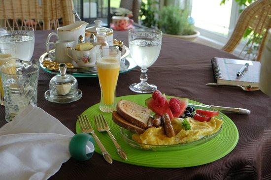 Windsong by the Lake Bed & Breakfast : Breakfast