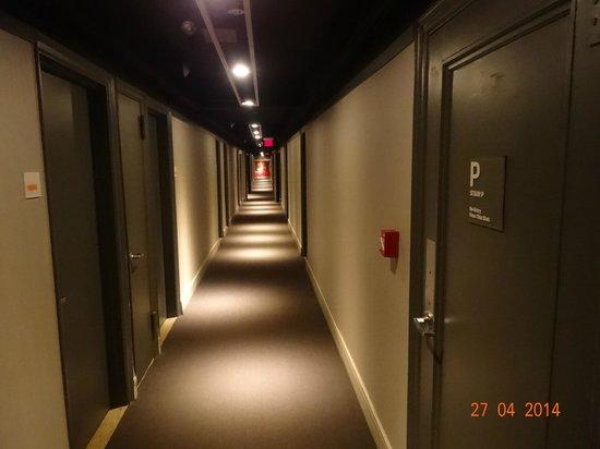 Row NYC Hotel : Corredor