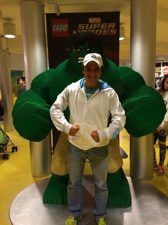 Disney Springs : Hulk em LEGO