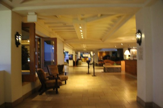 Sheraton Maui Resort & Spa: Open Air lobby