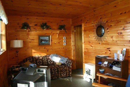 Rocky Shores & Seals Cottages: Blue Heron Living Room