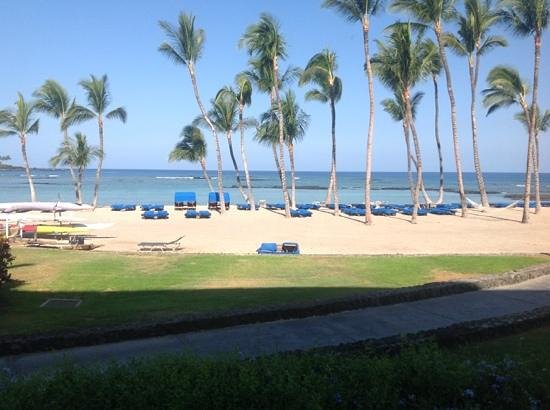 Mauna Lani Bay Hotel & Bungalows: Ocean front, corner room on the first flood.