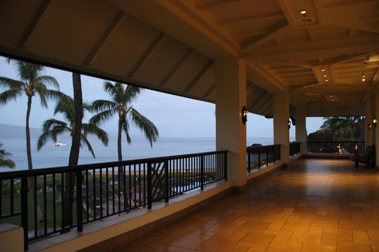 Sheraton Maui Resort & Spa: View of the lobby