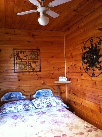 Rocky Shores & Seals Cottages: Blue Heron Second Bedroom