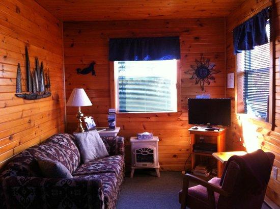 Rocky Shores & Seals Cottages: Otter Living Room