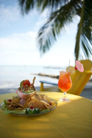 Tropical Paradise Restaurant: Eat on the Beach