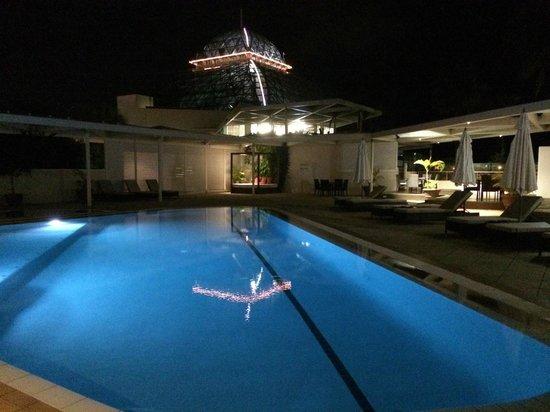 Pullman Reef Hotel Casino: Beautiful pool area