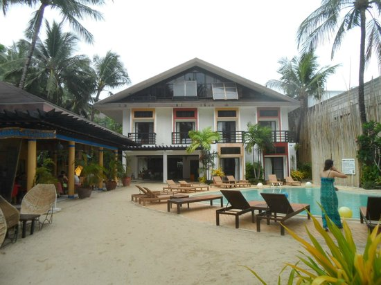Microtel Inn & Suites by Wyndham Boracay: hotel view from the beach side