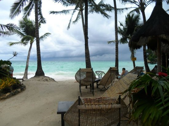 Microtel Inn & Suites by Wyndham Boracay: in front of the hotel