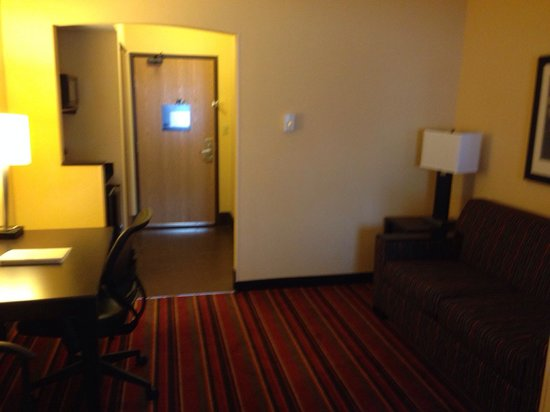 Hampton Inn Glenwood Springs: Desk and sitting area