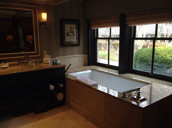 The American Club : Excellent whirlpool in Fred Astaire Suite.