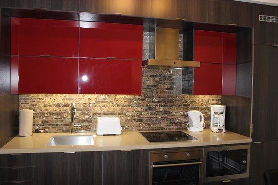 Atlas Suites - Mariner Furnished Apartments: Kitchen