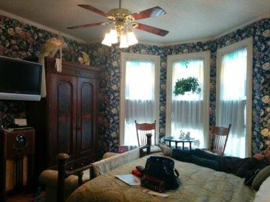 Azalea Inn Bed and Breakfast : Valentine Room