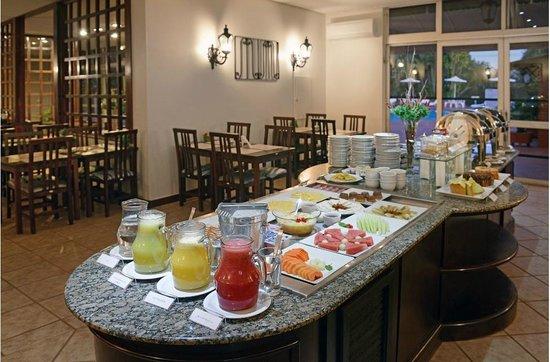 Hotel Deville Express Guaíra : Café da manhã