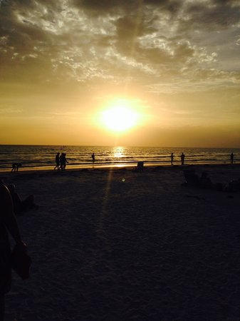 Tropical Beach Resorts : Sunset