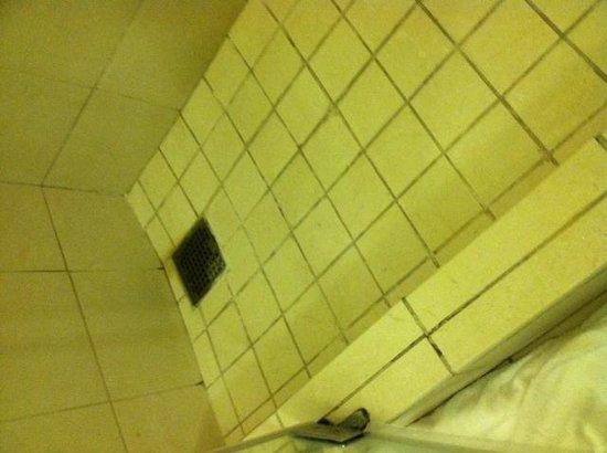 Hilton Virginia Beach Oceanfront : bathroom