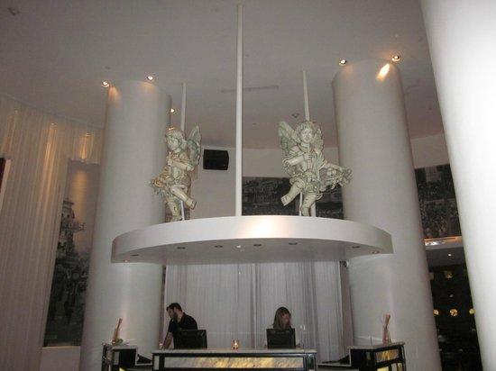 The Saint Hotel, Autograph Collection: Front Desk