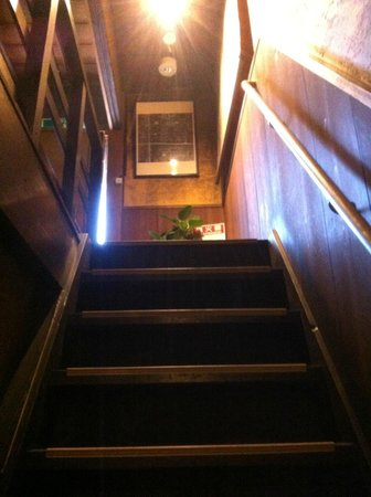 Guesthouse KYOTO COMPASS : Staircase to 2nd floor