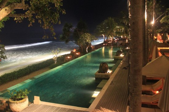 Qunci Villas Hotel: View from balcony/terrace by night