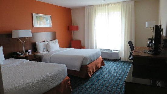 Fairfield Inn & Suites Savannah Airport: The double room