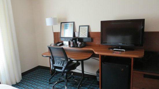 Fairfield Inn & Suites Savannah Airport: Room again