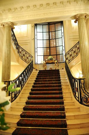Four Seasons Hotel Buenos Aires: Mansion Staircase