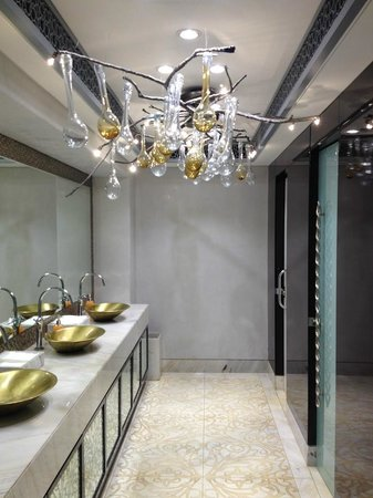 Four Seasons Hotel Buenos Aires Lobby Bathroom Was AMAZING