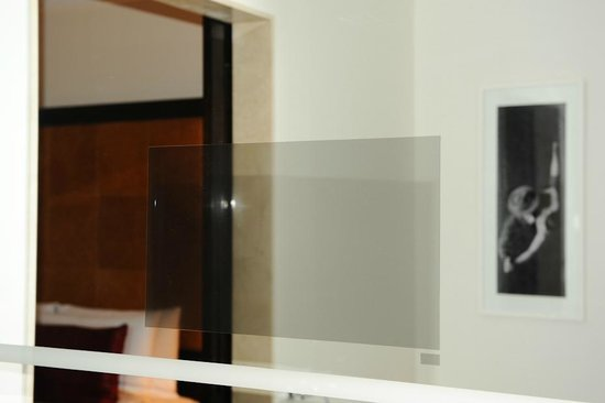 Four Seasons Hotel Buenos Aires: Master Bathroom with TV inlay