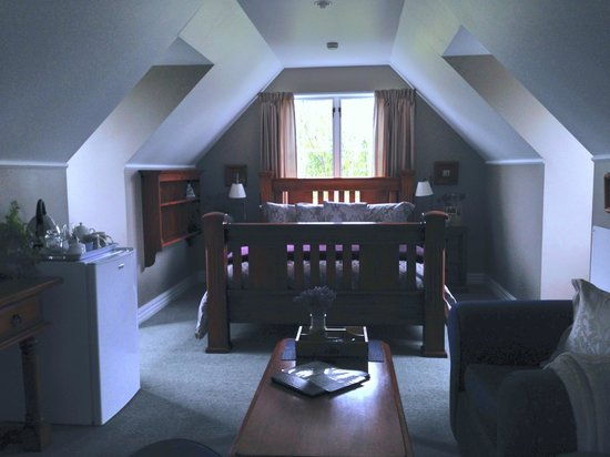 Hillsfield House Bed and Breakfast Marlborough: The Loft Room