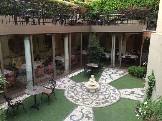 Sokullu Pasa Hotel: Внутрений дворик