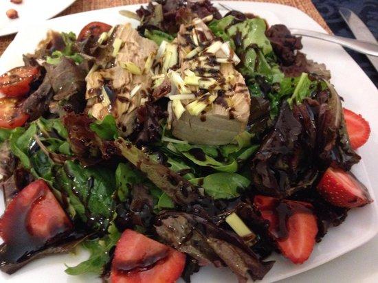 Quintessence Cafetería-Restaurante: Magnífica ensalada de atún fresco frutas de mercado
