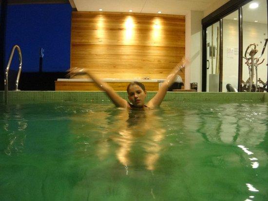 Nandó Apart Hotel: Piscina climatizada