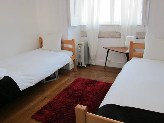 Rossio Hostel : Bright and sunny room 3.2 Bica
