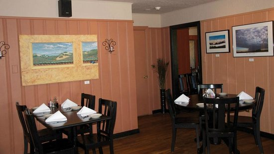 Michael J's Italian Restaurant : Our casually elegant dining room