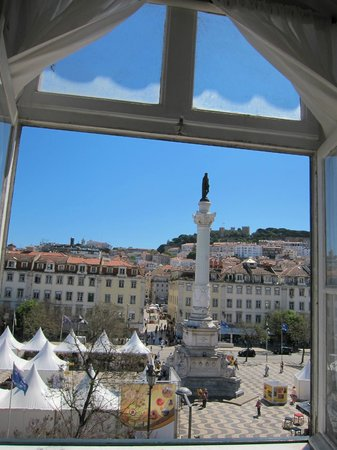 Rossio Hostel : View from room Bica (Rossio Square and the castle)