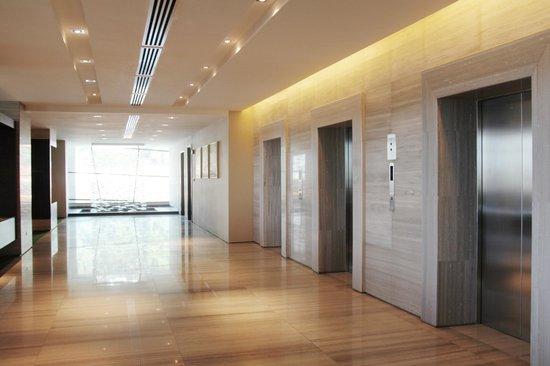 Hotel Grandis: First floor lift landing